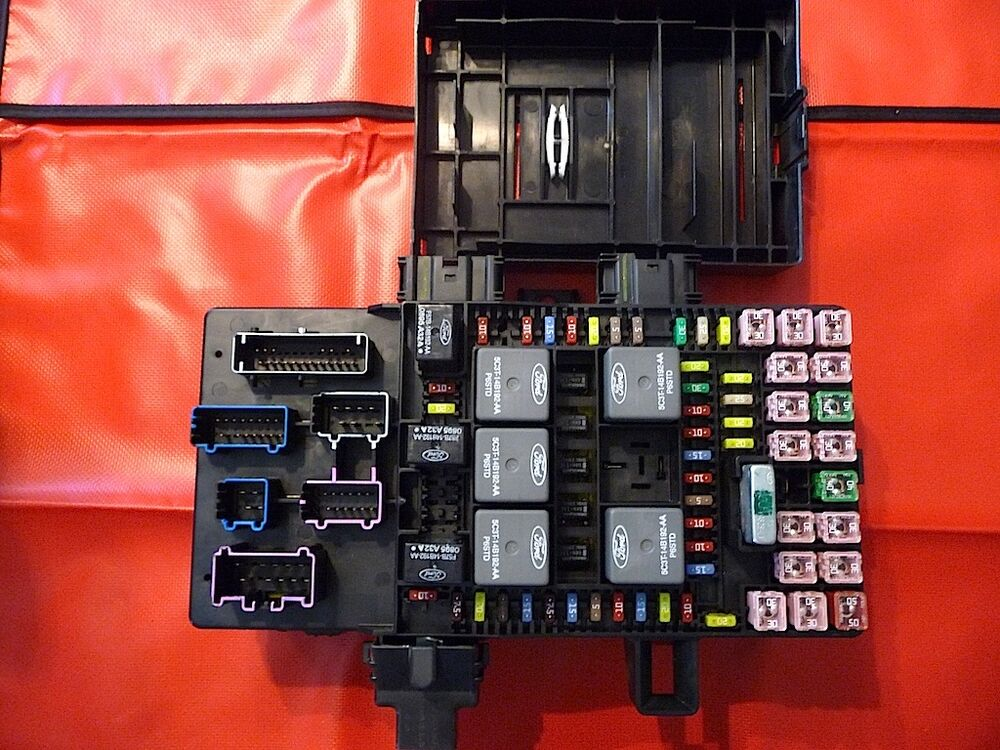2003-2006 Expedition or Navigator Fuse Box - REFURBISHED UNIT - 100