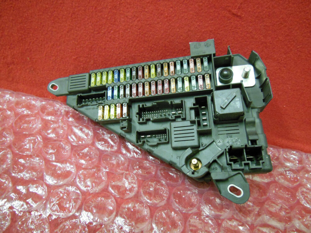 BMW E60 M5 550I 650I 645CI M6 FUSE BOX RELAY MODULE ASSEMBLY 6906618