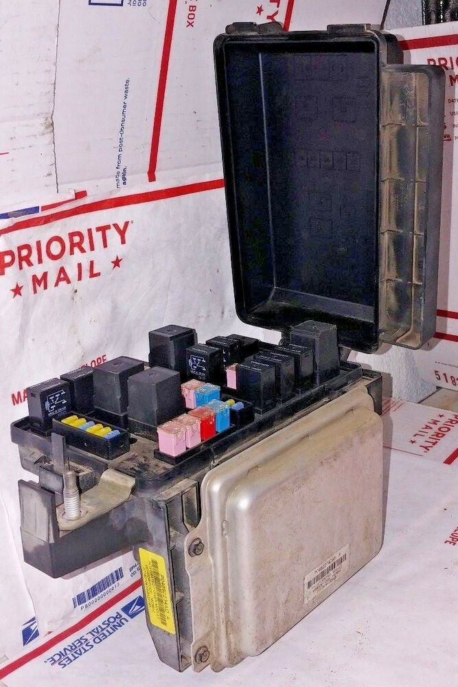 06 07 08 DODGE CHARGER FUSE BOX BODY CONTROL MODULE BCM P04692140AH