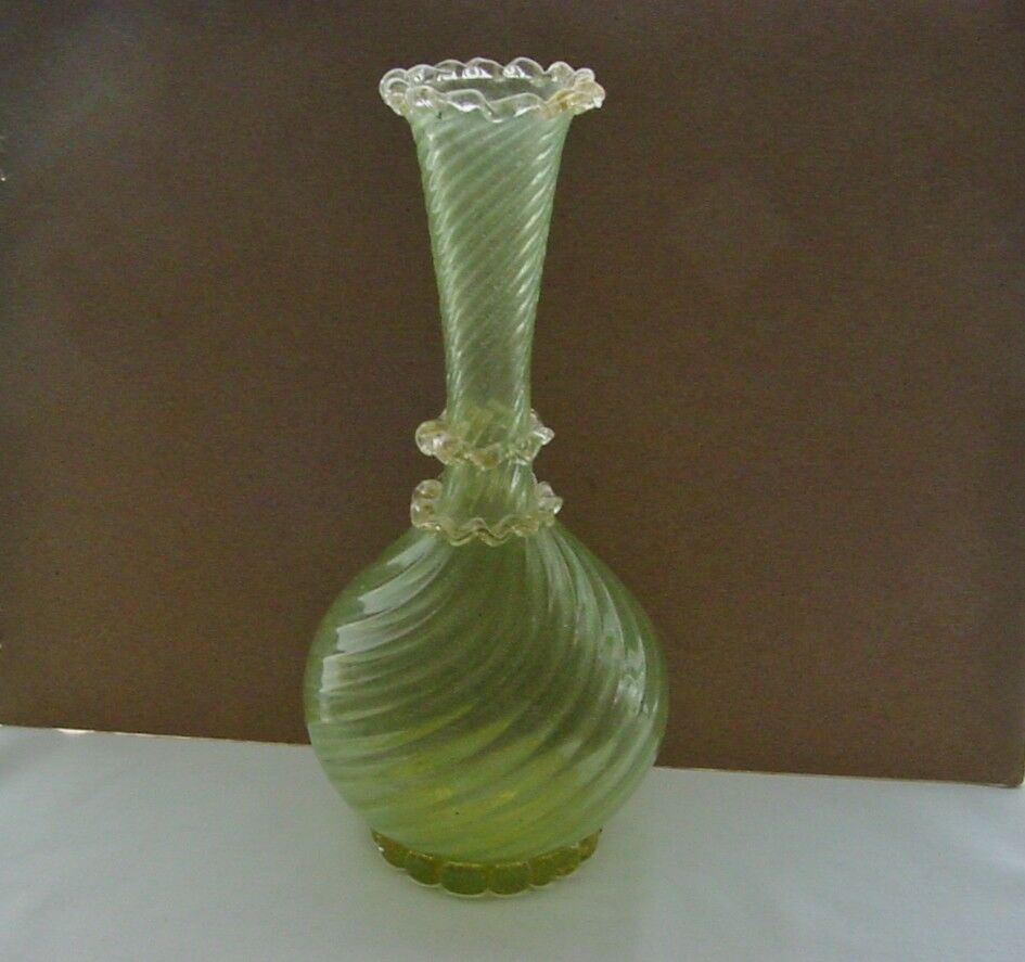 Vase De Murano Mind Blowing Delicate Murano Art Glass Vase Ribbed Gold Dust