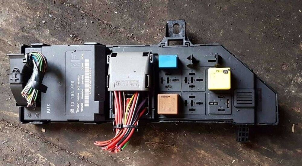 VAUXHALL VECTRA C FUSE BOX AND BCM 13193590NF 13223678 13193590