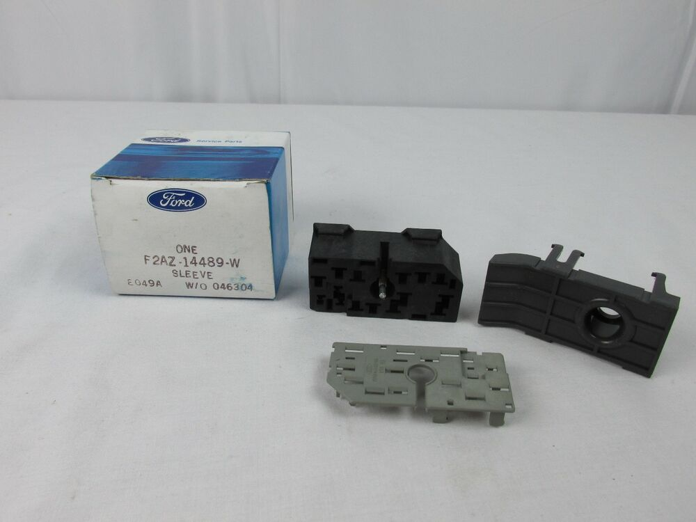 1992 - 1995 FORD CROWN VICTORIA FUSE BOX CONNECTOR F2AZ-14489-W NOS