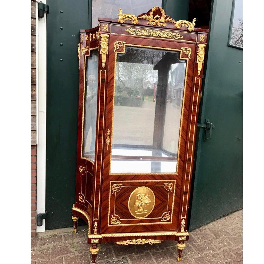 Vintage Vitrine French Vitrine 1 Availablevintage Display Cabinet French Louis Xvi Vintage Furniture Rococo Furniture Baroque Interior Design French Display