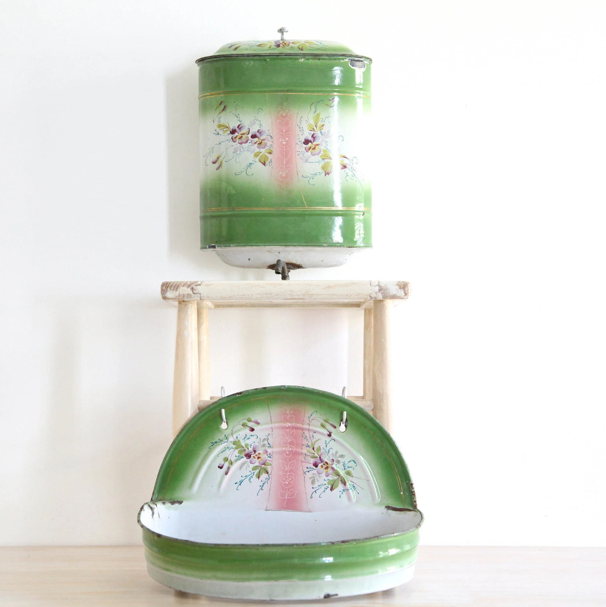 Lavabo Shabby Chic French Water Container Green And Pink Lavabo With Pansies Flowers Enamelware Wash Basin Hanging Wash Basin Shabby Chic Decor