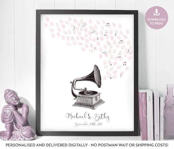Gramophone wedding, music lovers married, vintage wedding style