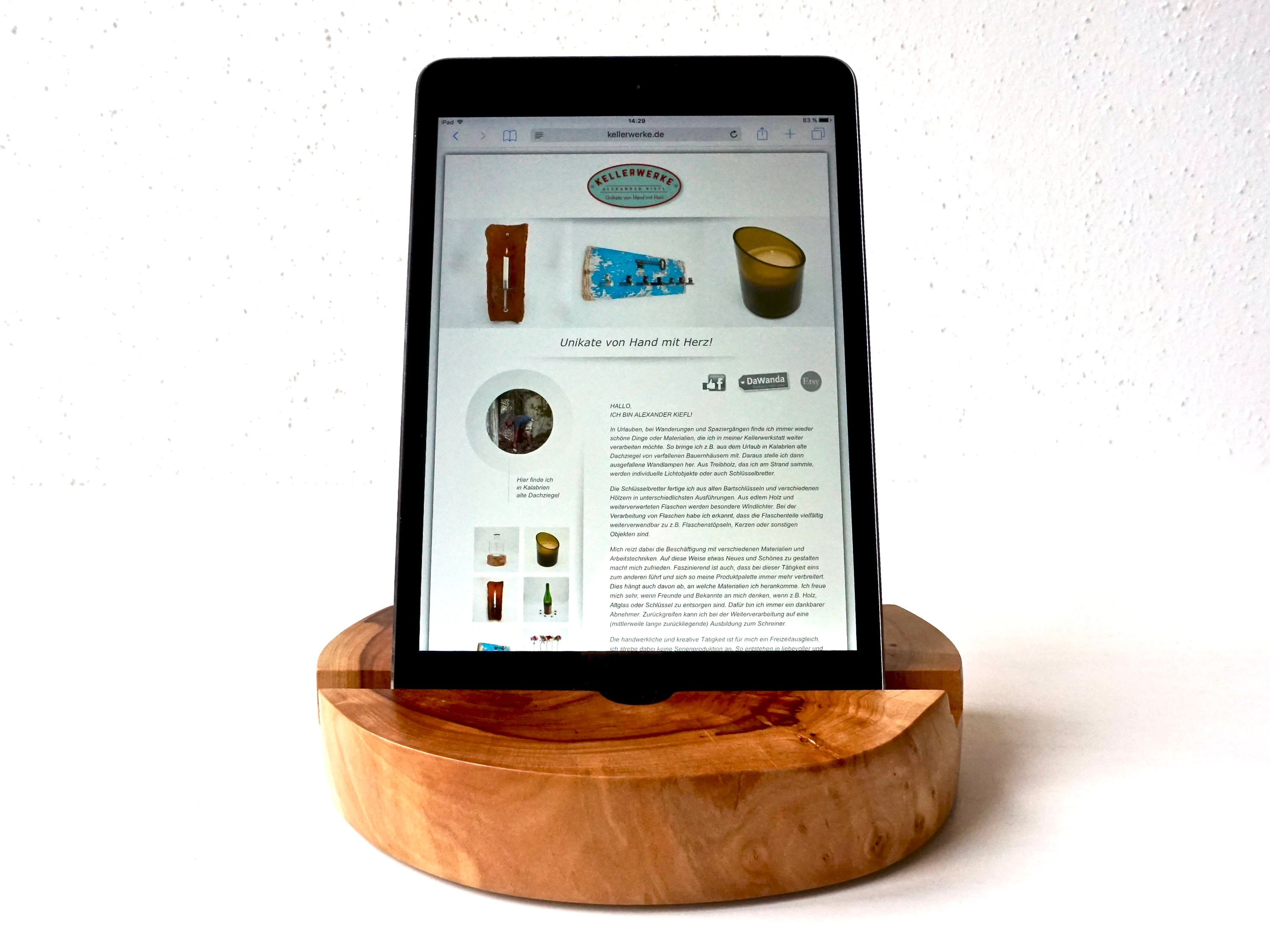 Der Tablet Tablet Holder From Apfelholz