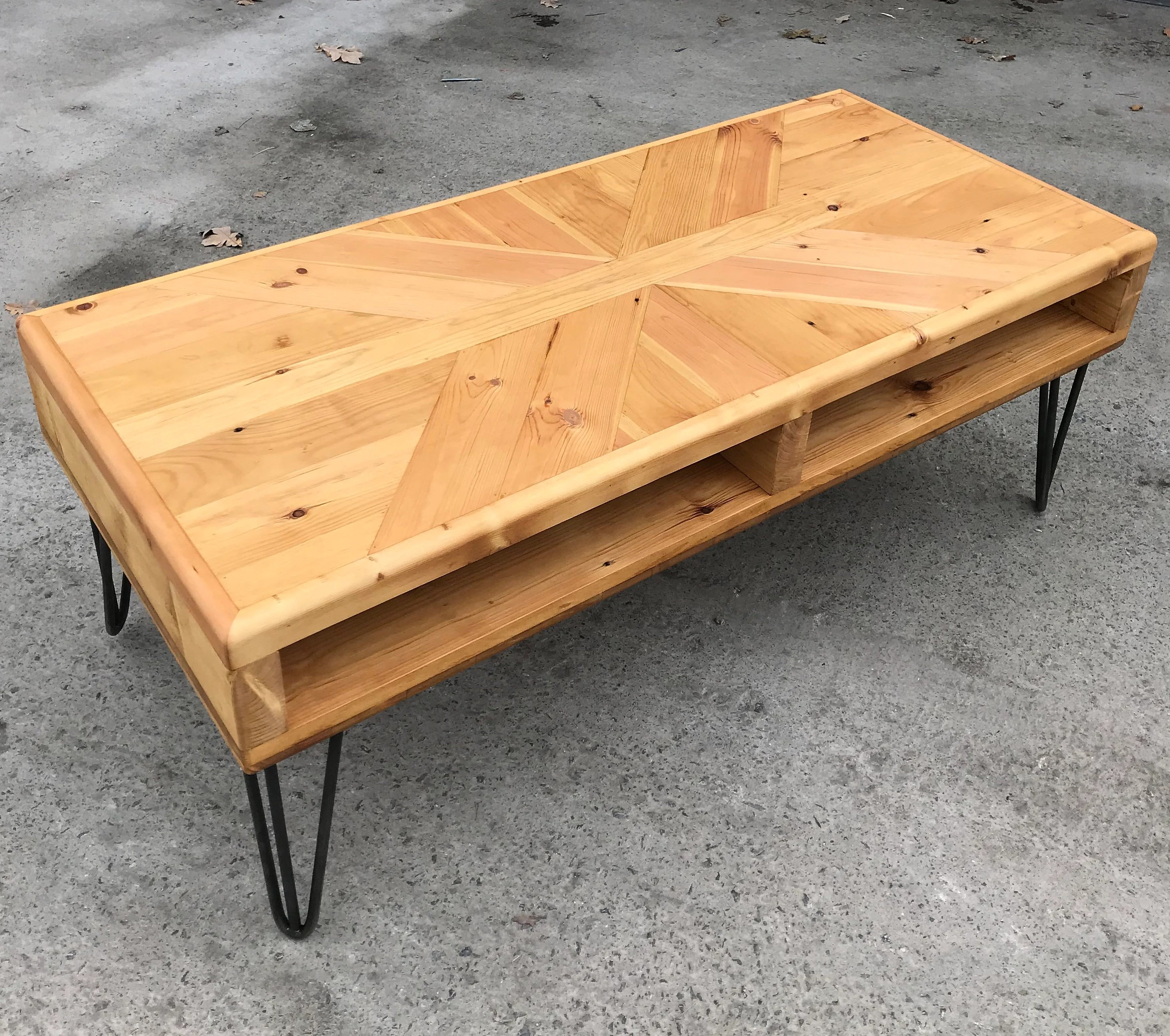 Couchtisch Montain Oak Reclaimed Coffee Table Rustic Industrial Hairpin Legs Hand Made Reclaimed Pine Wood Broome Design