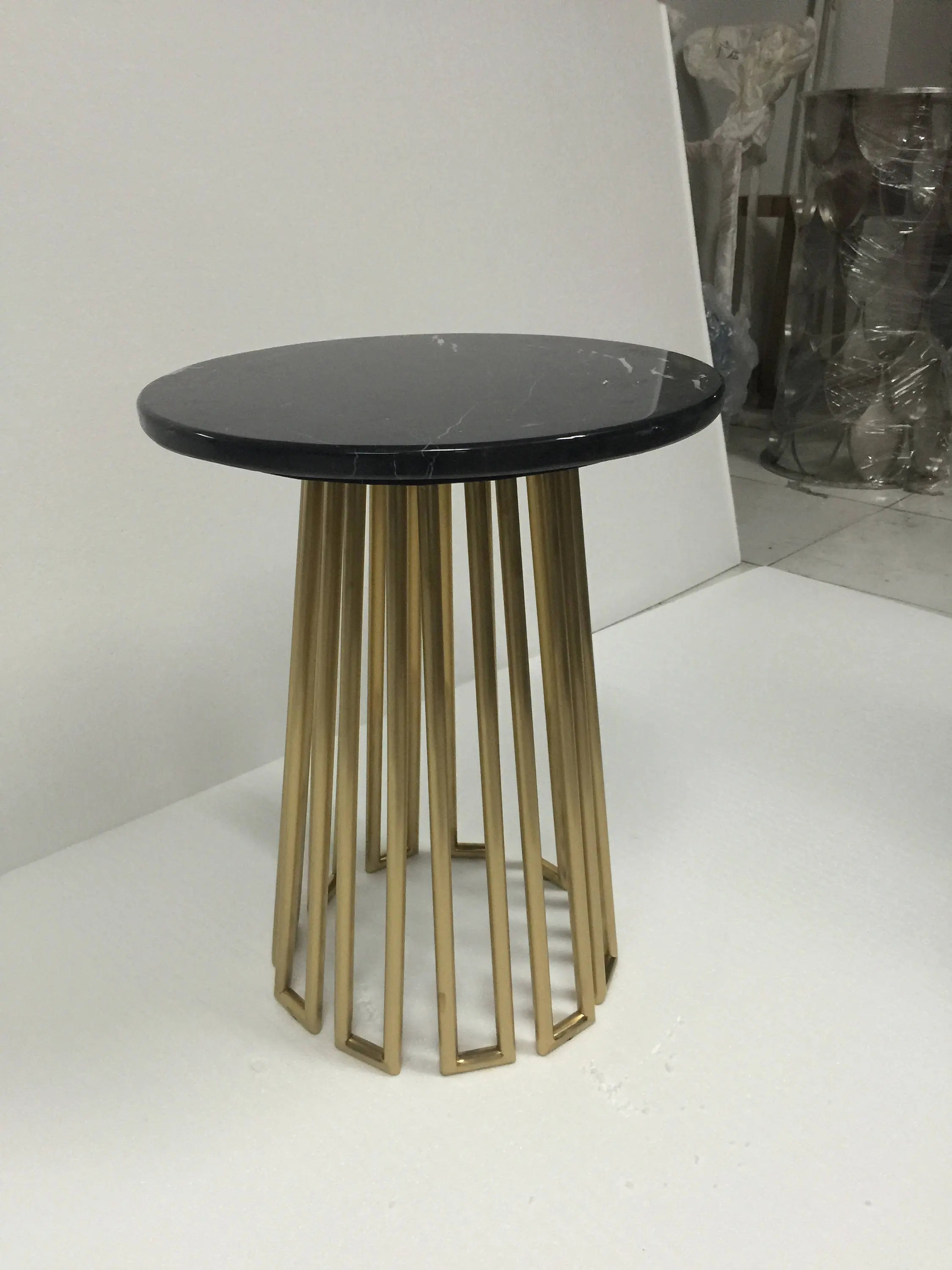 Couchtisch Industrial Oval Black Marble Gold Side Table
