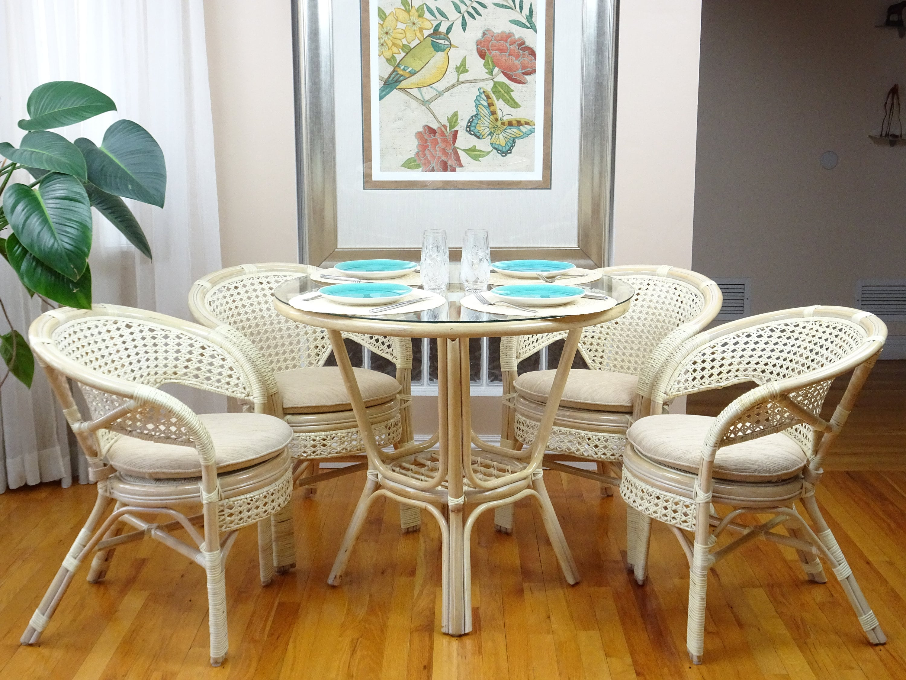 Esszimmermöbel Rattan Pelangi Rattan Wicker Dining Set Of Round Table Glass Top 4 Arm Chairs White Wash