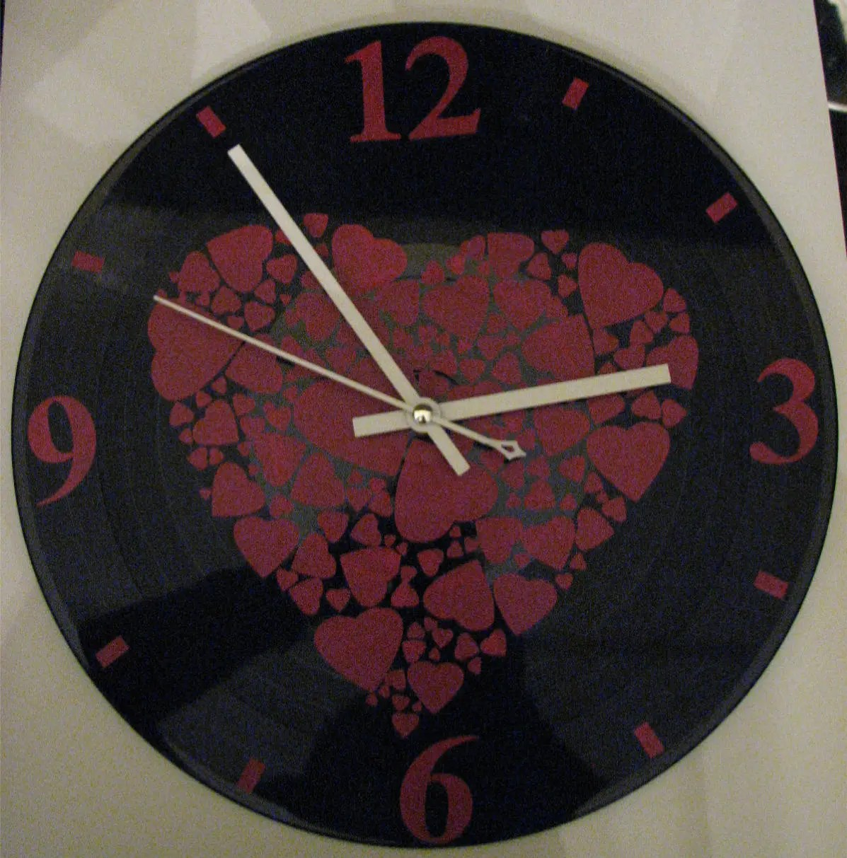 Pendule Design Clock Pendule On Slate Red Hearts Pattern