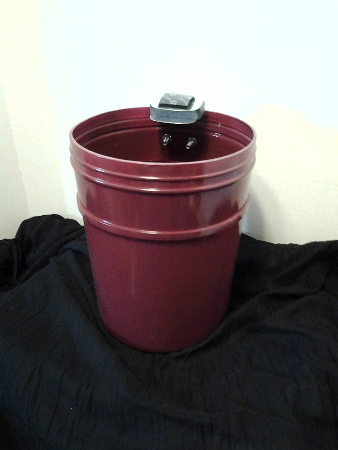 Mini Plastic Trash Can With Lid Burgundy Plastic Magnetic Mini Trash Can Container Magnet Trash Can Container Waste Paper Basket Trash Basket Plastic Trash Can