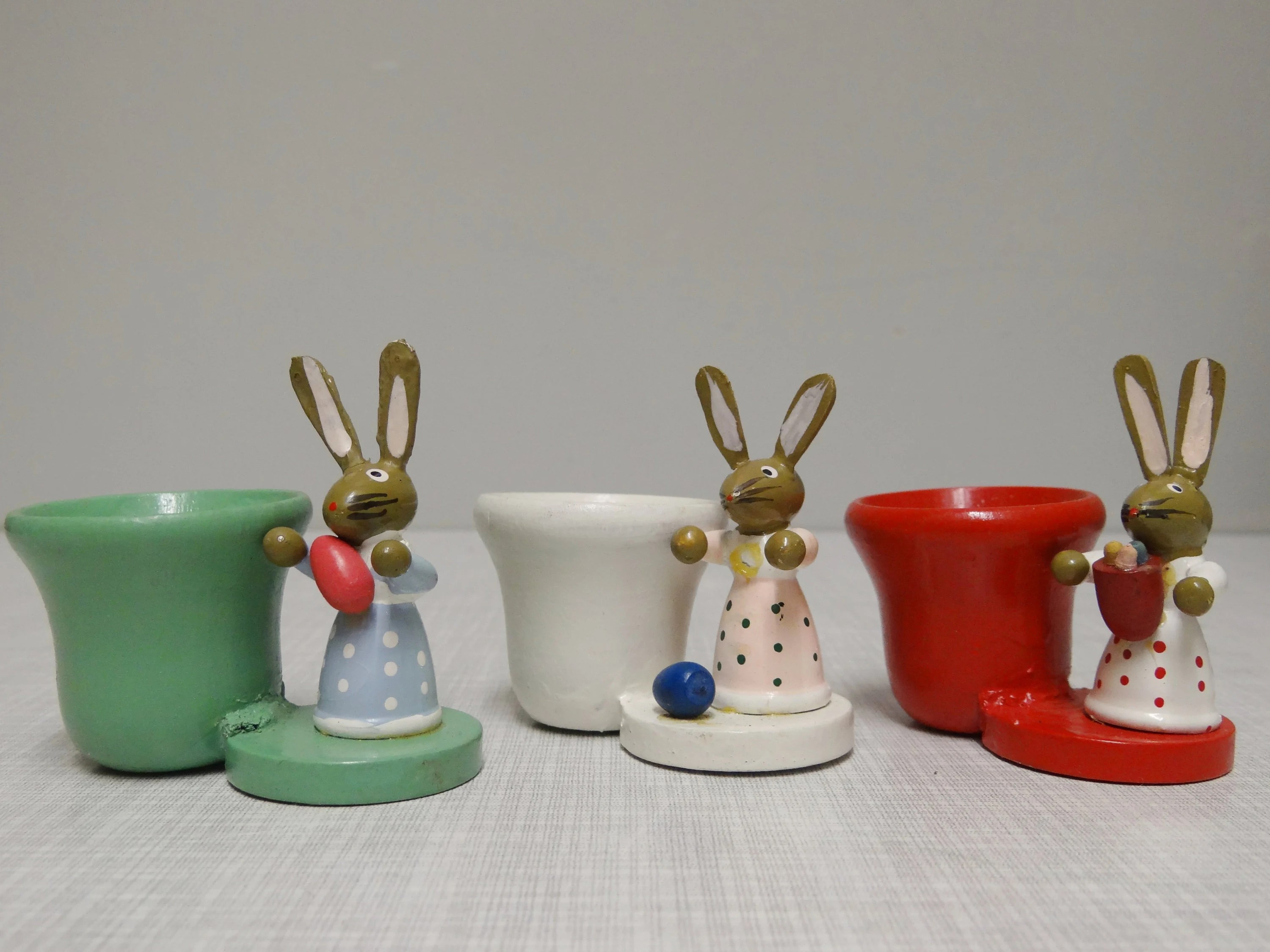 Wohnzimmeruhr Vintage 3 Easter Egg Cups Ore Mountains Ddr R Gahlenz 70s Vintage Easter Decoration Eggholder