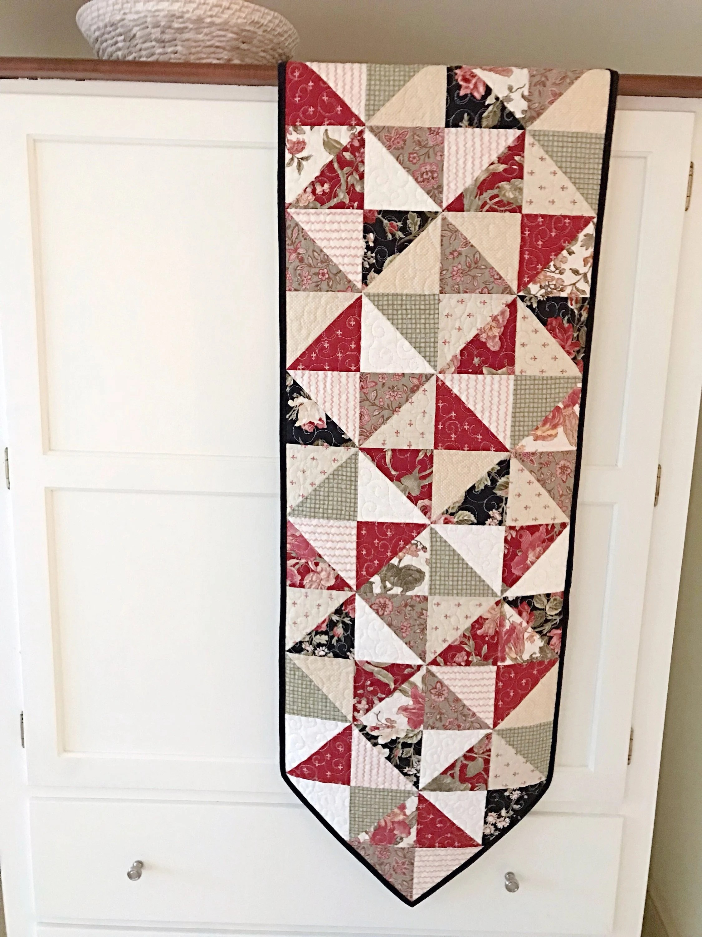 Pleasant Pinterest Christmas Quilted Table Runners Download Free Architecture Designs Scobabritishbridgeorg