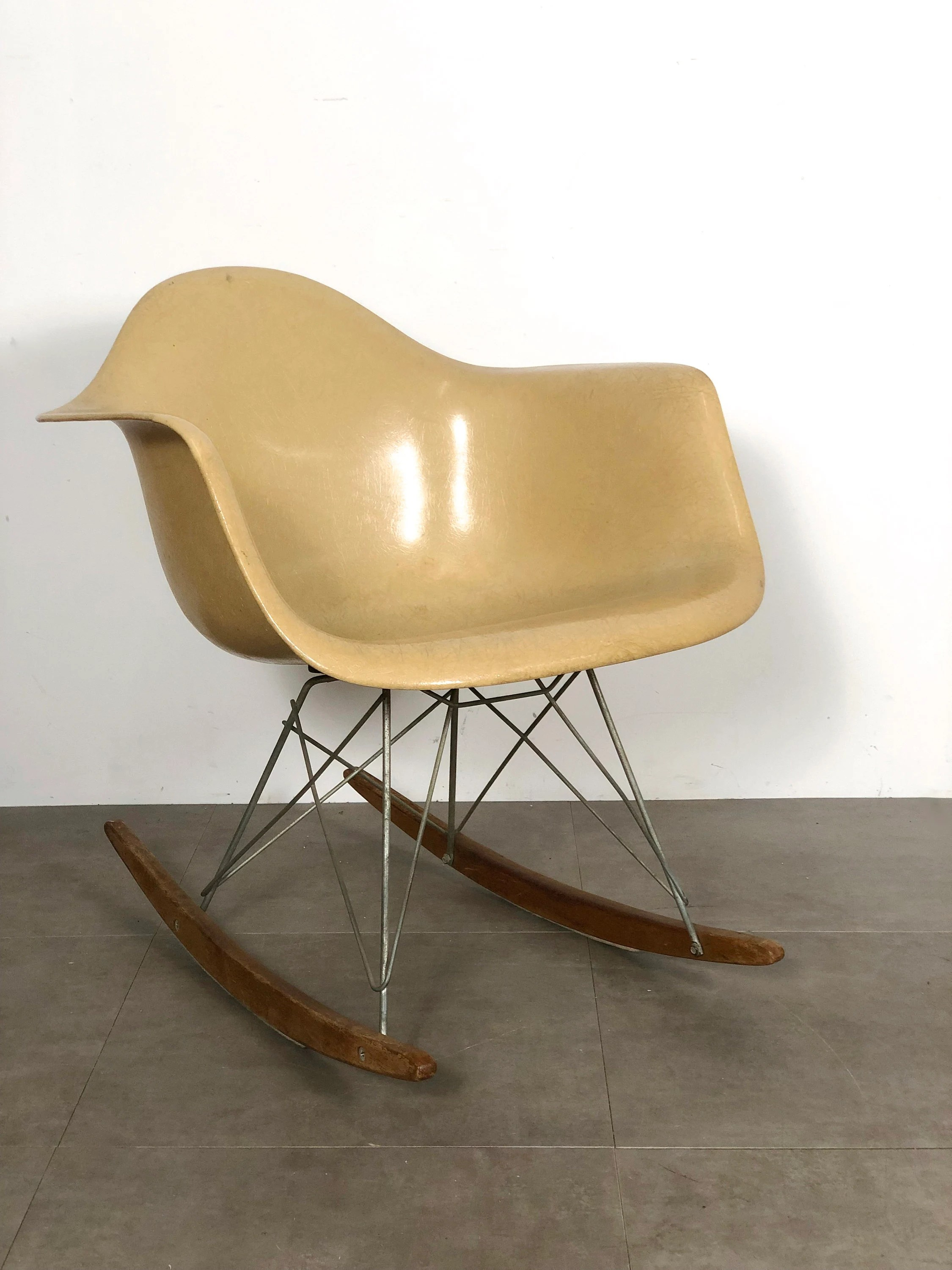 Eames Rar Zenith Rar Fiberglass Arm Shell Rocking Chair Charles Eames 1950 S