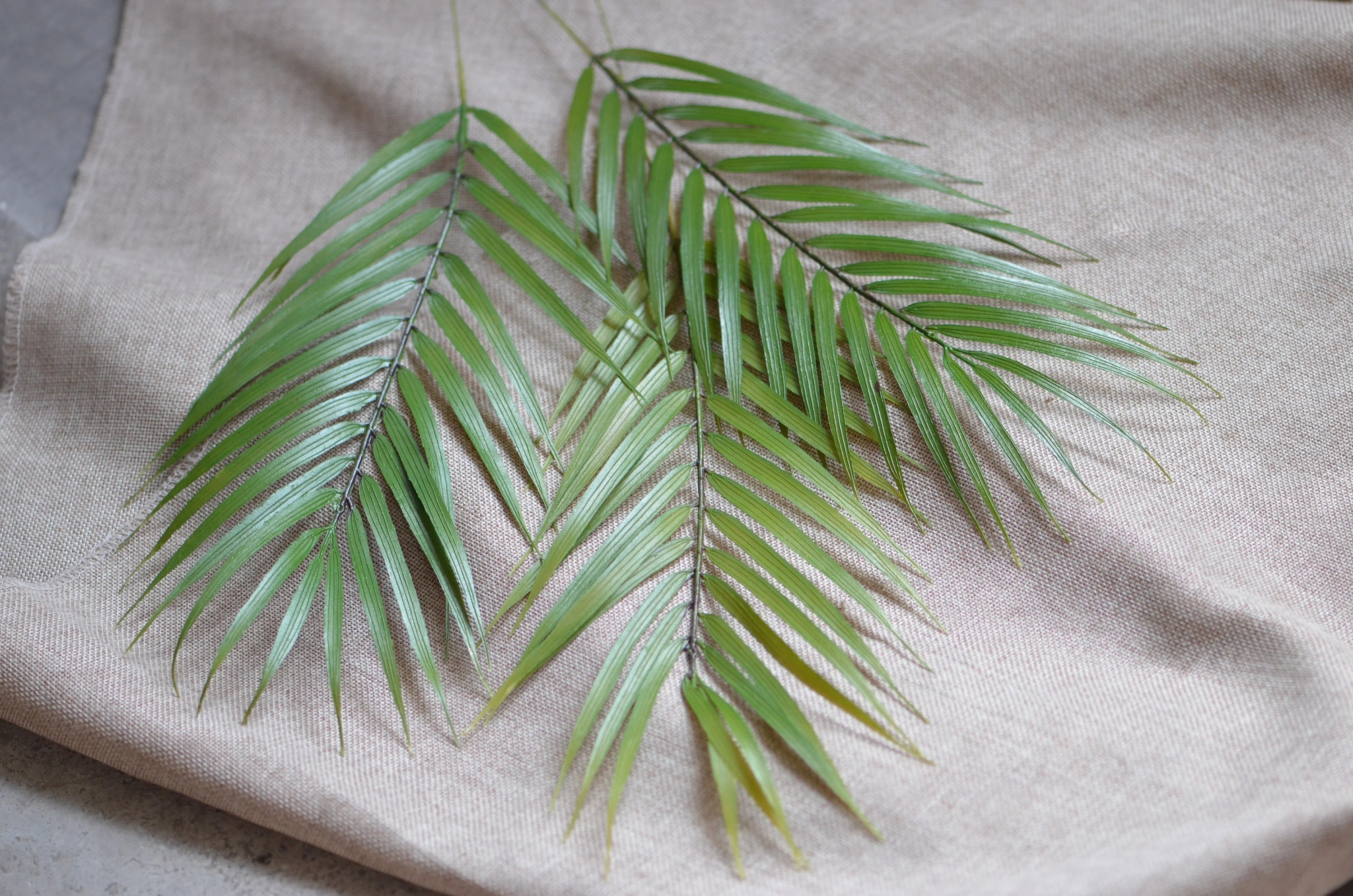 Artificial Chrysalidocarpus Lutescens Palm Leaf Artificial Areca Palm Leaves Faux Tropical Leaves Plam Decorations Wedding Greenery