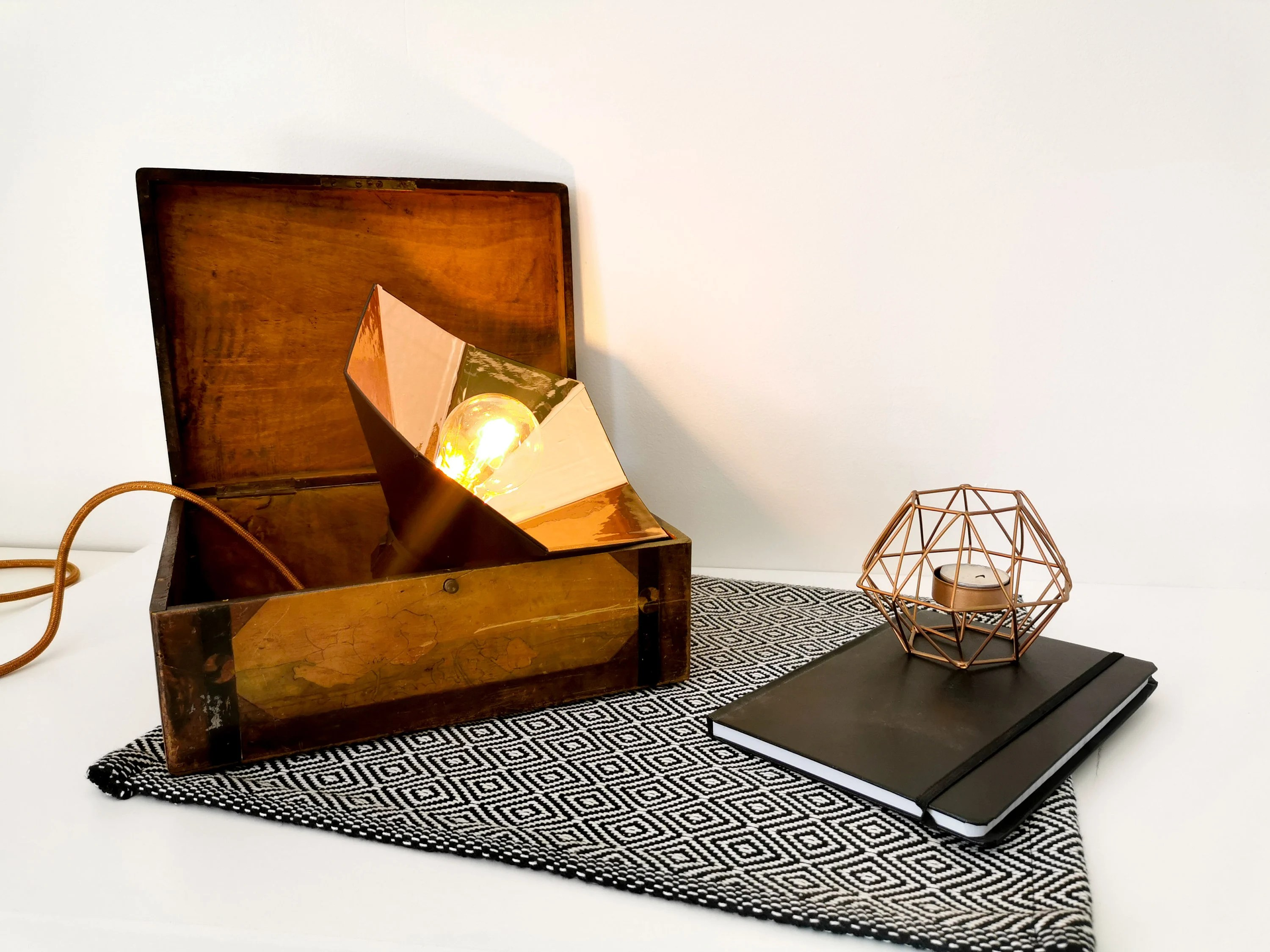Designer Lampe Gramo Black And Rose Gold Lampe - Leewalia Bedside Lamp Booster Designer Reader Metallic