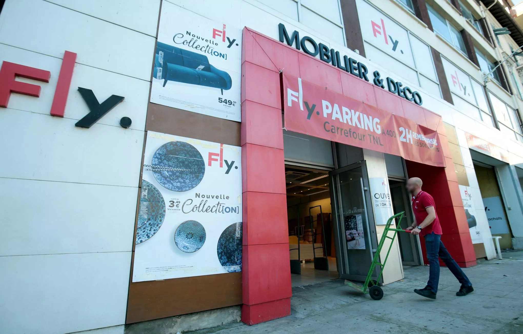 Fly Magasin De Meubles Meubles But Veut S Offrir Fly