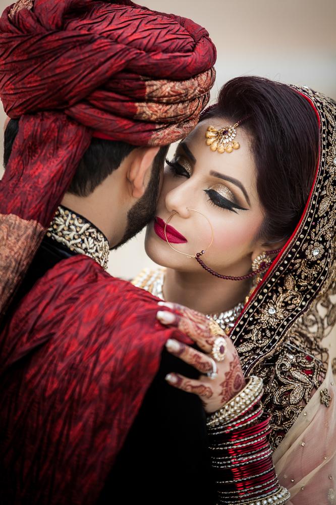 Sad Wallpaper With Quotes In Urdu Groom Photobombs Bride S Wedding Photos In Washington D C