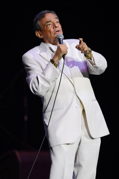 Jose Jose, Mexican Singer, Falls Off Stage During Anniversary Concert (VIDEO) | HuffPost