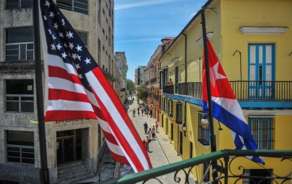 Barack Obama se rend à Cuba pour sceller le rapprochement avec les États-Unis