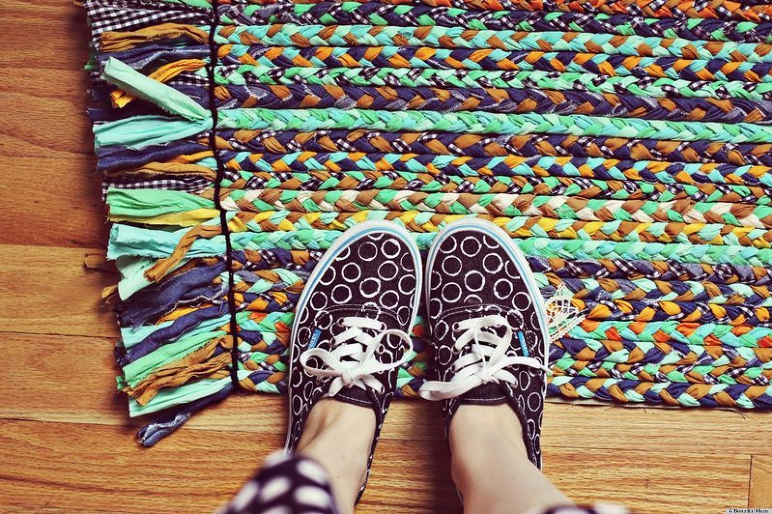 Como Hacer Alfombras De Trapillo Make A Bright And Colorful Braided Rug With Fabric Scraps