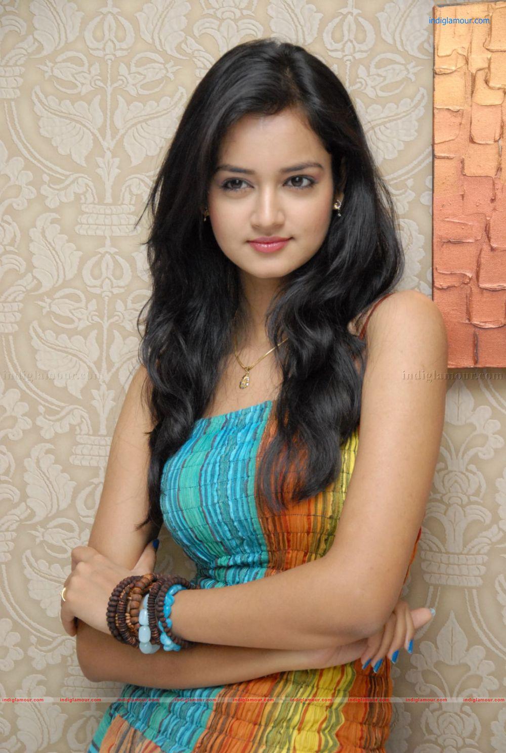 Shanvi Cute Hd Wallpapers Shanvi Actress Photos Stills Pictures And Hot Pics