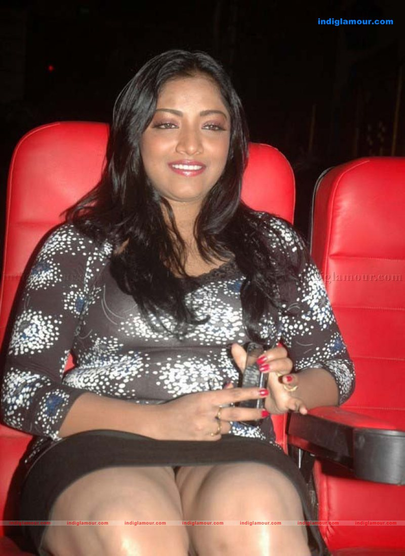 Glamour Girl Wallpaper Mamatha Actress Photos Stills Images Pictures And Hot