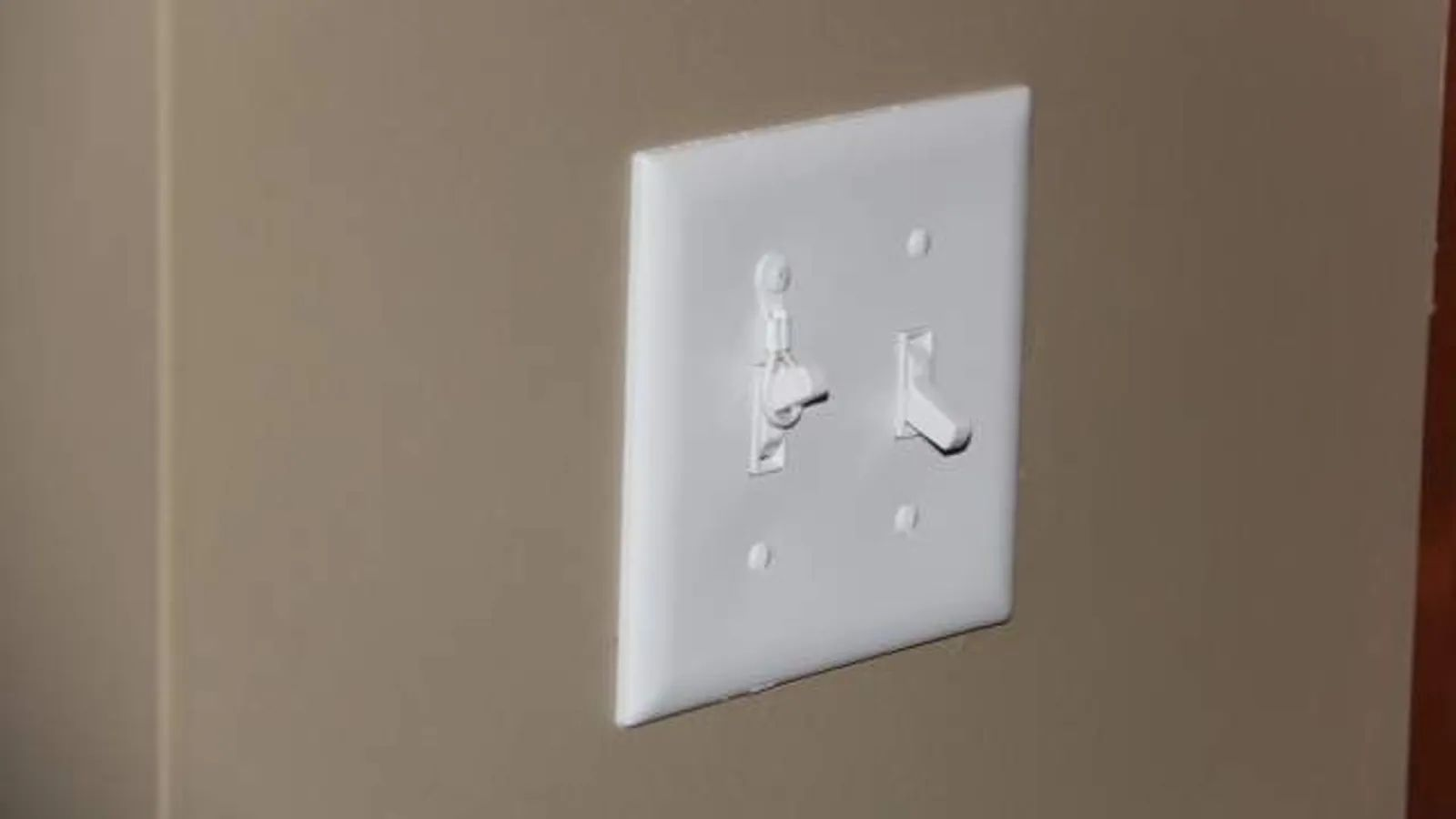 wire a light switch with outlet
