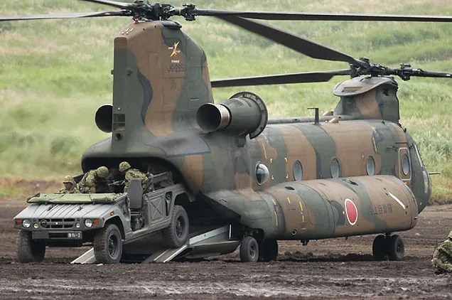 Boeing CH-47 (licensed-built by Kawasaki) - Japanese Ground Self - army memo
