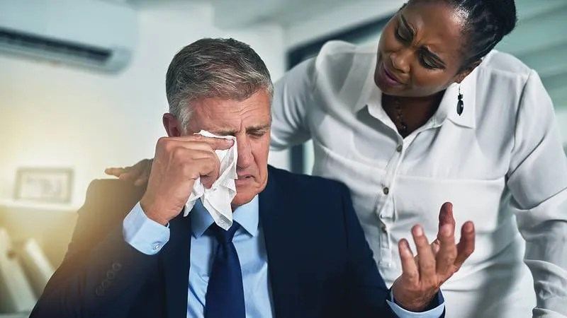 5 Things You Can Do To Cheer Up Your Coworker Who Is Crying At His