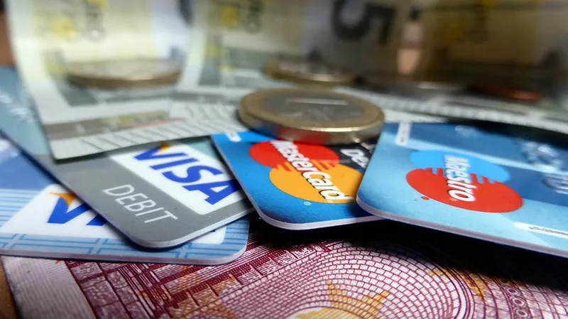 This Is Why Your Credit Card Transactions Take So Long to Clear