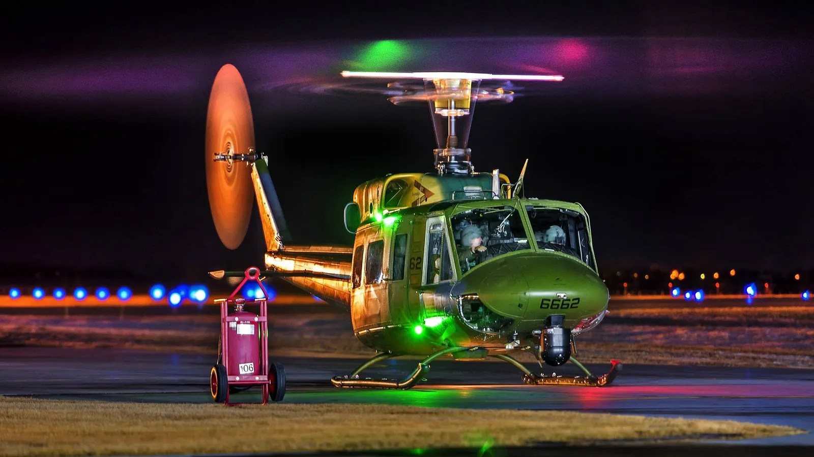 Old Time Car Wallpaper This Usaf Uh 1n Huey May Be Old But It Sure Looks