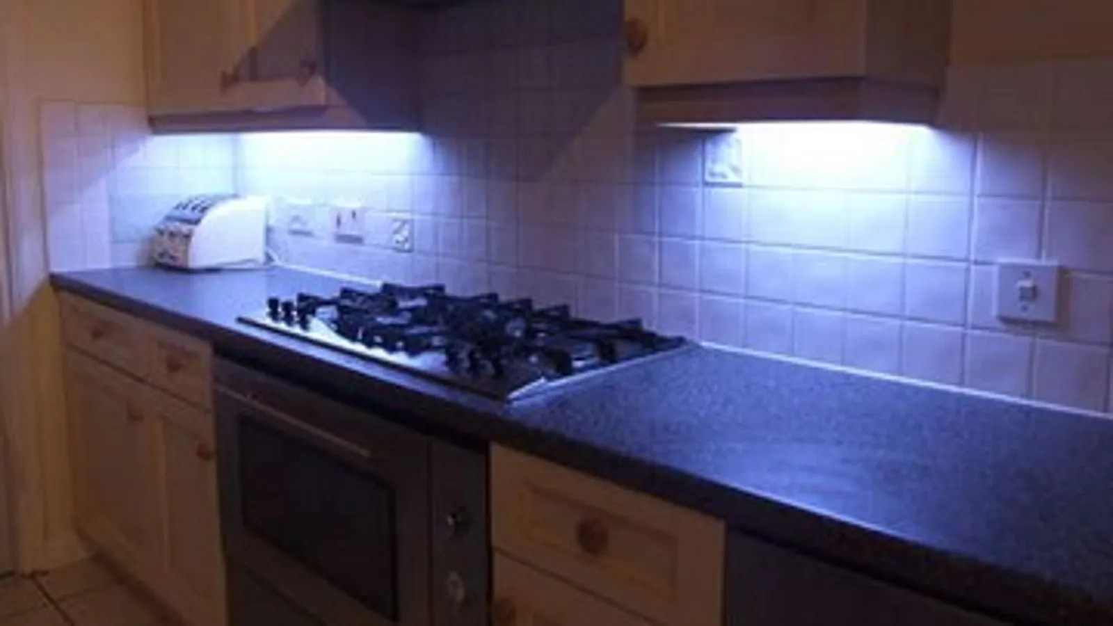 Under Cabinet Lighting In Kitchen Diy Under Cabinet Led Lighting With Fade Effects