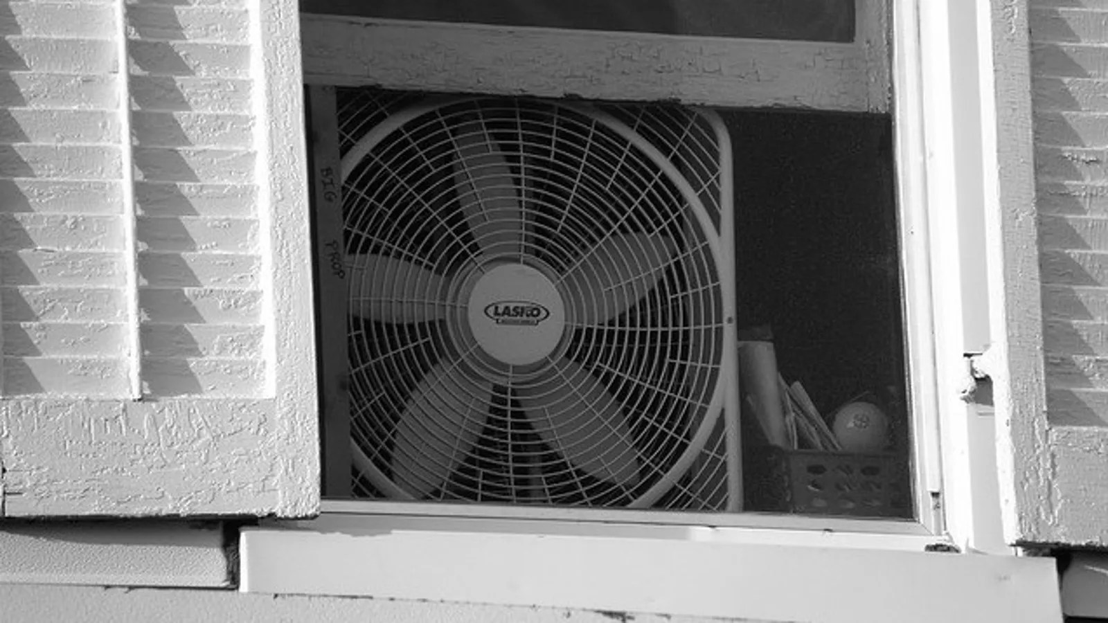 Best Fan To Cool A Room Keep Your Room Cool At Night By Facing Your Fan Out Not In