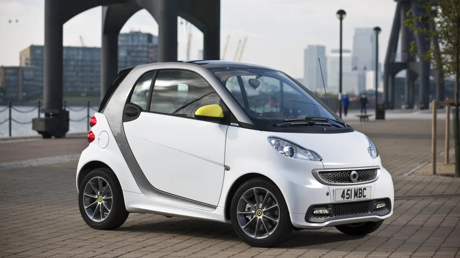 Logo Boconcept Adding Style And Colour To Urban Life The Smart Fortwo Boconcept
