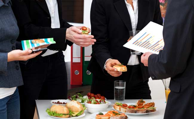 8 Smart Ways to Eat Healthy During Office Hours - NDTV Food
