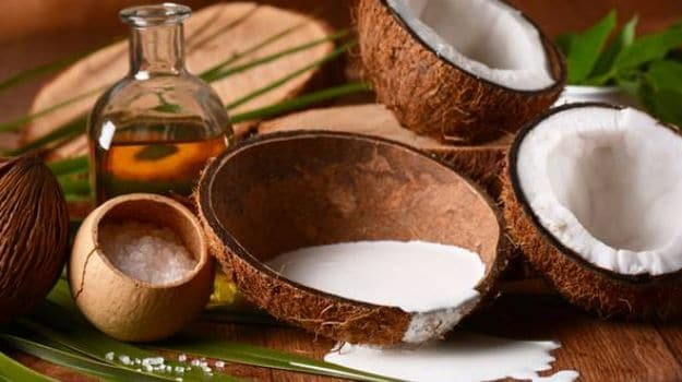 10 Amazing Coconut Milk Benefits for Hair, Face and Skin