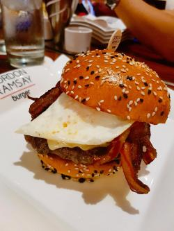 Fascinating Farmhouse Burger At Gordon Ramsay Burger Las I Farmhouse Burger At Gordon Ramsay Burger Las Vegas Food Gordon Ramsay Burger Recipe Youtube Gordon Ramsay Burger Recipe Egg Yolk