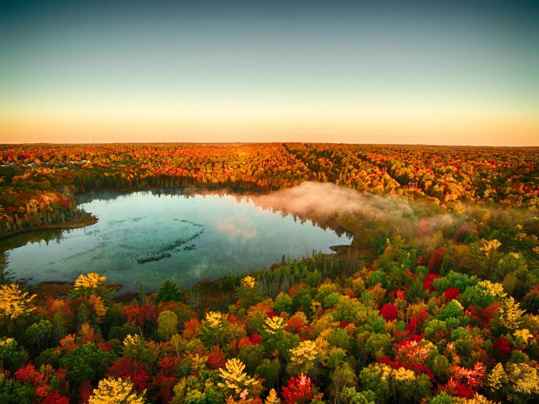 Michigan Fall Colors Wallpaper Oc Heart Shaped Lake Over Michigan S Upper Peninsula