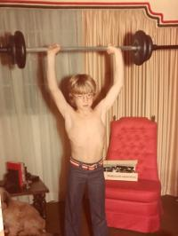 My Dad getting swole in his living room. (1975 ...