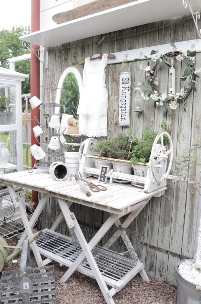 58 Awesome Potting Benches For Every Gardener Shelterness - Garten Shabby Chic