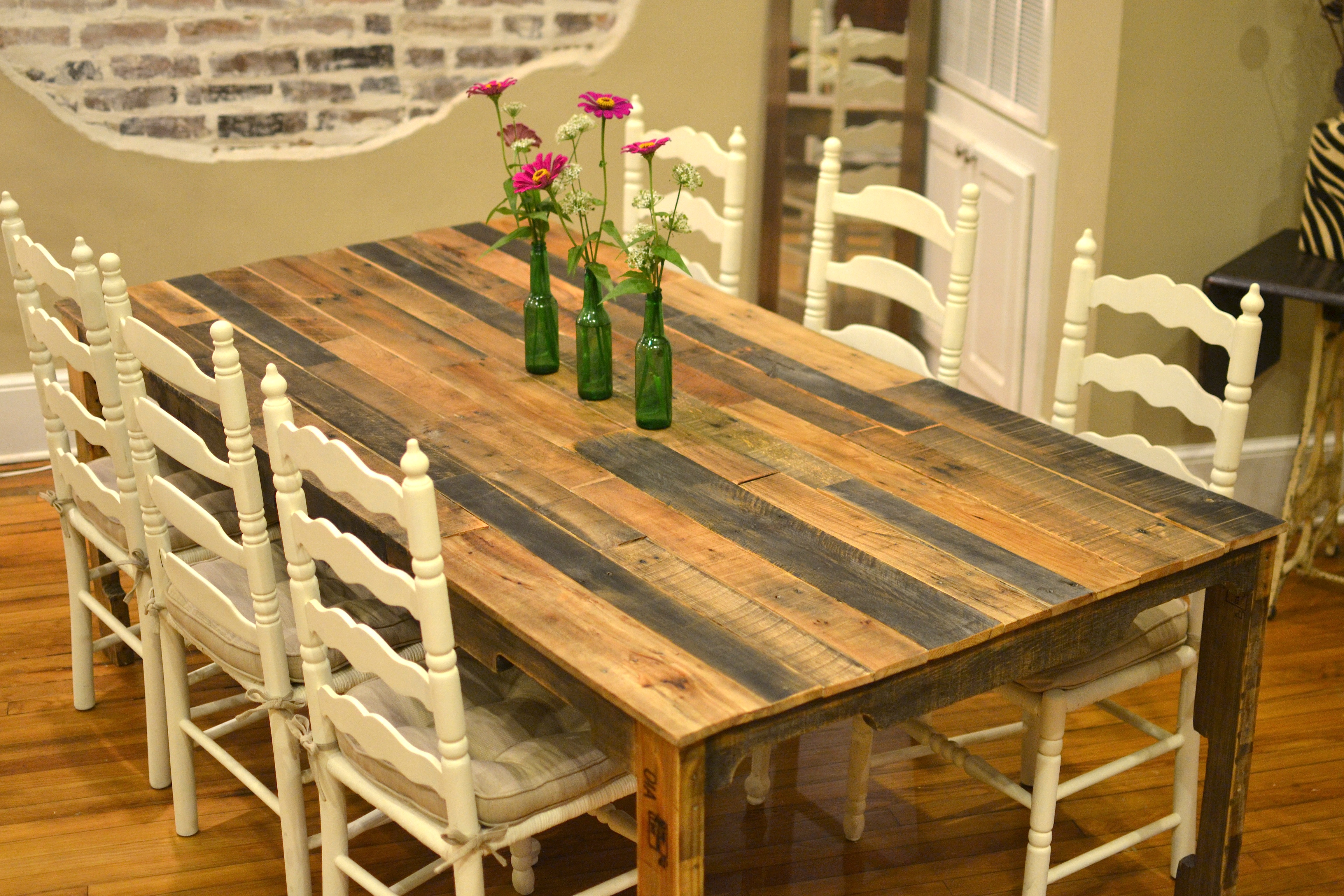 Diy Table With Pallets 13 Easy And Cost Effective Diy Pallet Dining Tables Shelterness