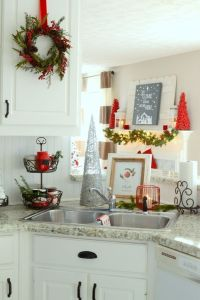 26 Cozy Christmas Kitchen Dcor Ideas - Shelterness