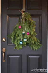 29 DIY Christmas Front Door Decorations - Shelterness