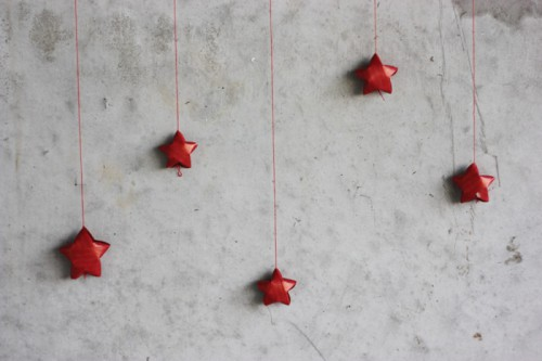 17 Easy DIY Christmas Star Decorations - Shelterness - christmas star decorations