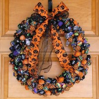 20 Scary DIY Halloween Wreaths That Wow - Shelterness