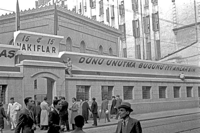 'Beyoğlu'na kravatsız çıkılmayan' günlerden... Fotoğraf: Depo Photos