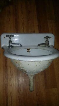 30 Beautiful Vintage Wall Mount Bathroom Sink