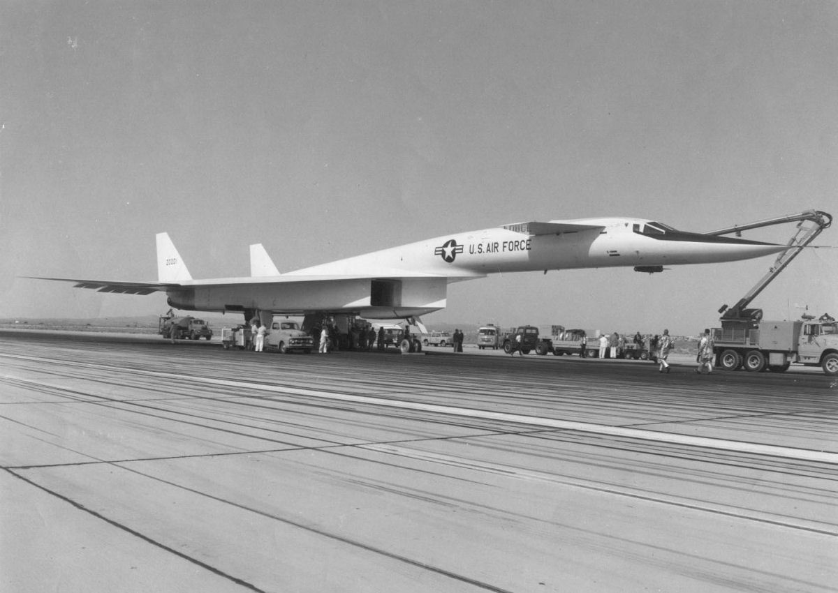 Spa Nevers Aircraft Design Why Did The Xb 70 Have Folding Wingtips