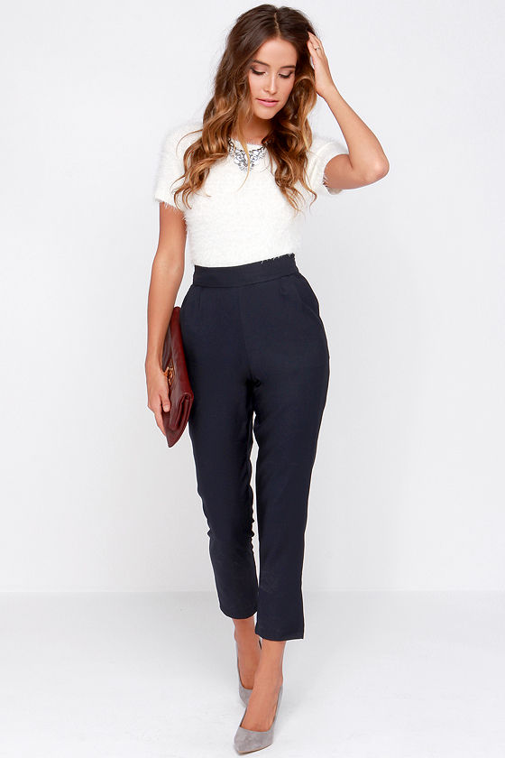 22 Elegant Navy Blue Trousers Outfits For Ladies - Styleoholic